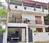 house floor for rent in meda welikada road - rajagiriya